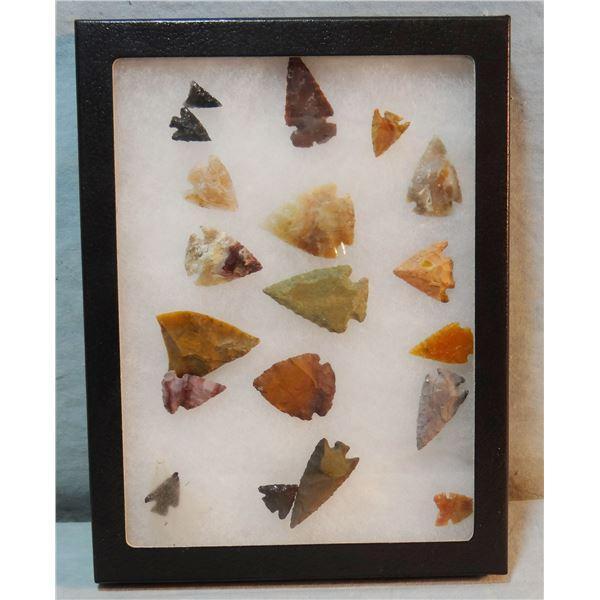Small tray of arrowheads, 19 pcs.