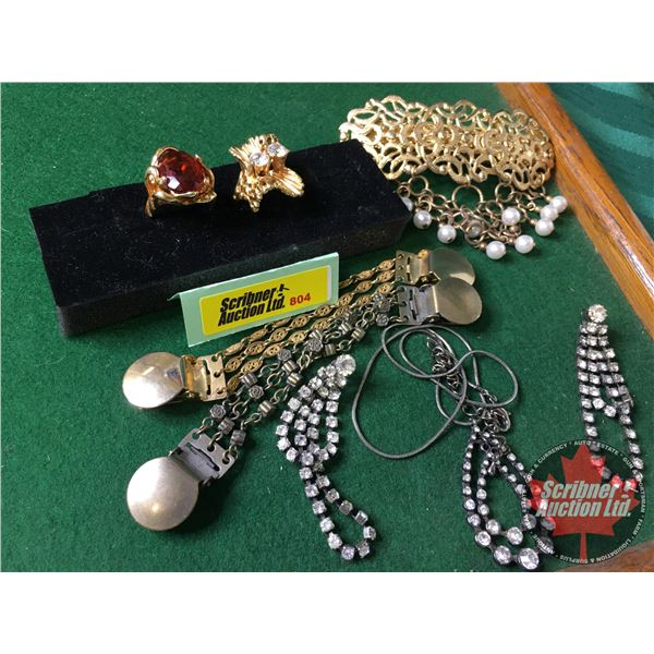 Assortment of Vintage Jewellery : Hair Clip, Necklace, Earring Set, 18k Rings (2) & Cuff Links (2)