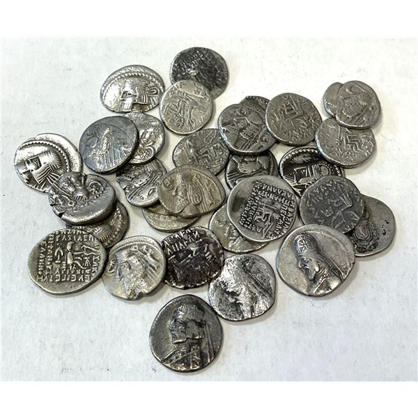 PARTHIAN KINGDOM: LOT of 29 AR drachms of a variety of rulers and obverse types