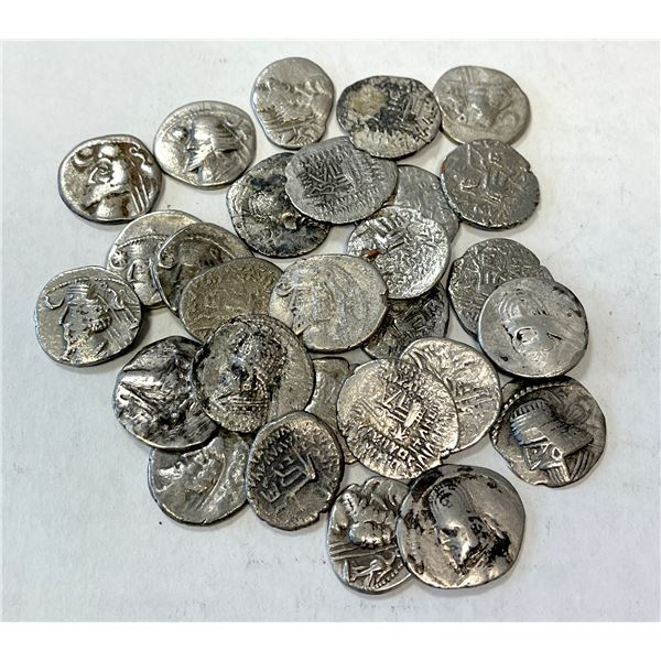 PARTHIAN KINGDOM: LOT of 28 AR drachms of a variety of rulers and obverse types