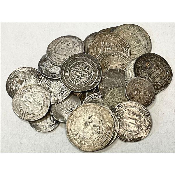 MEDIEVAL ISLAMIC: LOT of 33 silver dirhams