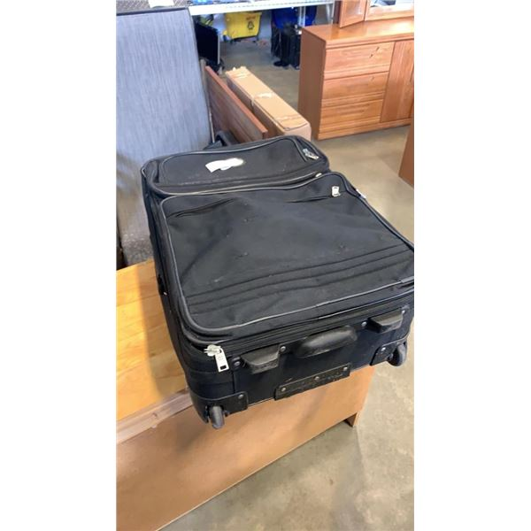 LUGGAGE BAG WITH BADMINTON RACKETS, TENNIS RACKET AND ROLLE BLADES