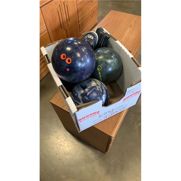 4 BOWLING BALLS AND BOWLING SHOES