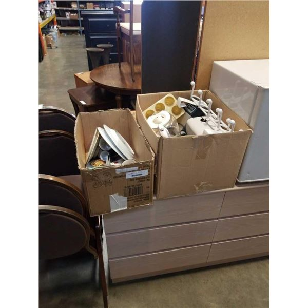 2 BOXES OF KITCHEN ITEMS, CUPS AND PLATES