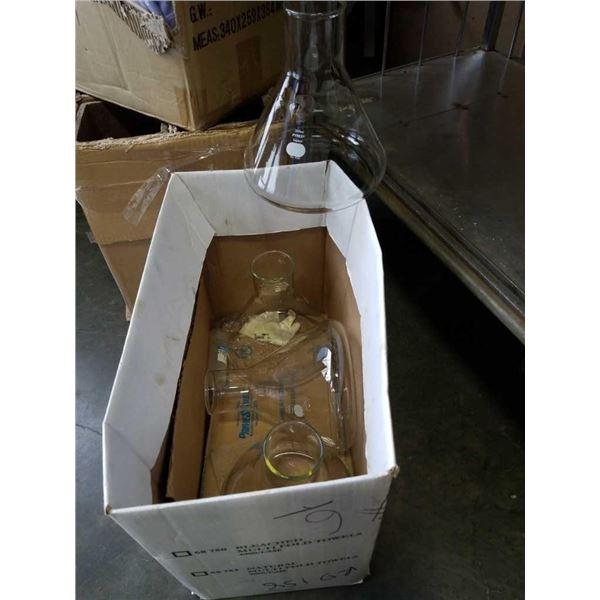 4 new Pyrex flasks 2800 ml each