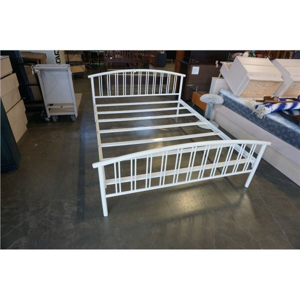 WHITE METAL QUEENSIZE BEDFRAME