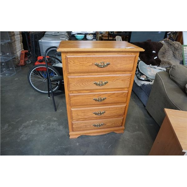 5 DRAWER OAK CHEST OF DRAWERS 46.5 INCHES TALL, 32 INCHES WIDE, 18.5 INCHES DEEP