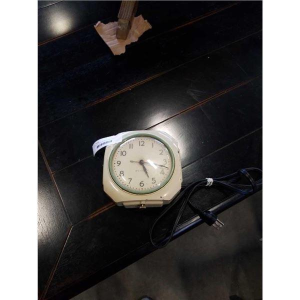 VINTAGE WESTCLOX METAL WALL CLOCK