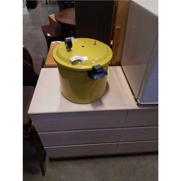 YELLOW PRESTO PRESSURE COOKER CANNER