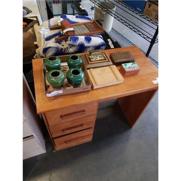 TRAY OF POSTCARDS, SMALL VASES AND JEWELRY BOXES