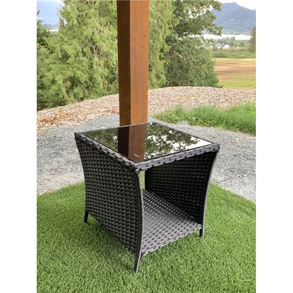 NEW OUTDOOR TALL SQUARE PATIO END TABLE RETAIL $129 PREMIUM POWDER COATED ALUMINUM W/ GLASS TOP