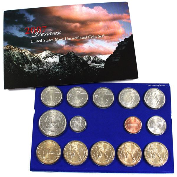 2007 United States  P & D uncirculated set. packaging contains typical wear.
