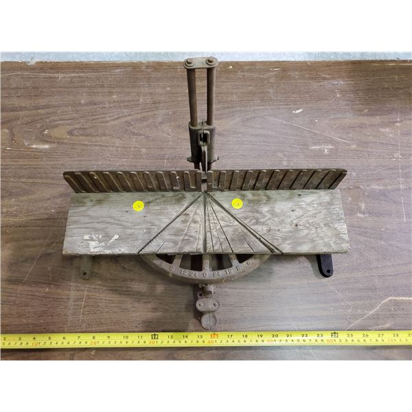 ANTIQUE TABLE-TOP MITRE SAW GUIDE