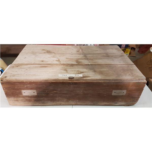 "Vintage Box 32"" X 20"" X 9"""