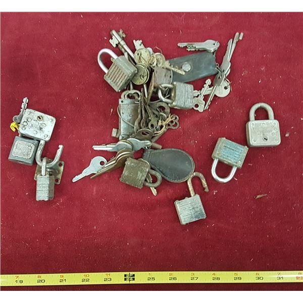 Lot Vintage Locks & Keys