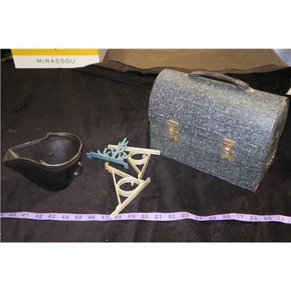 Vintage Lunchbox & Misc. Décor