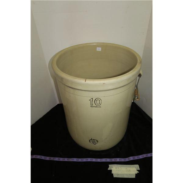 10 Gallon Medicine Hat Potteries Croc w/Handles, No Chips/Cracks