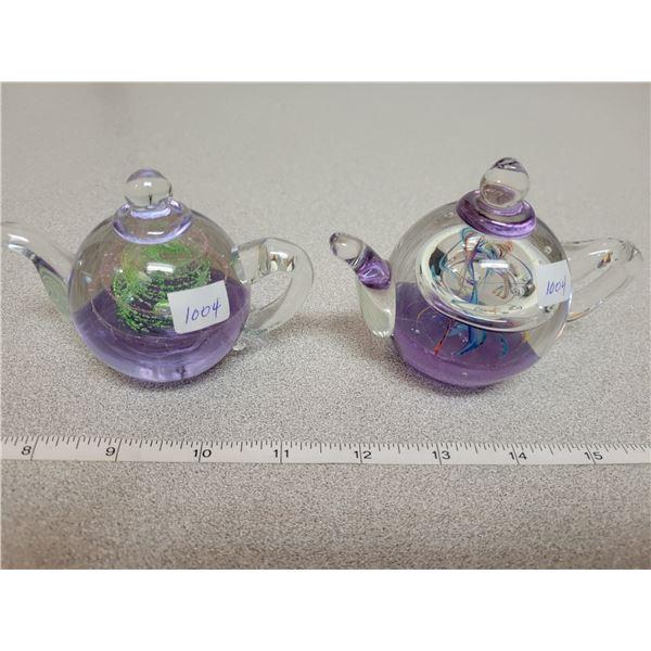 Tea pots paper weights