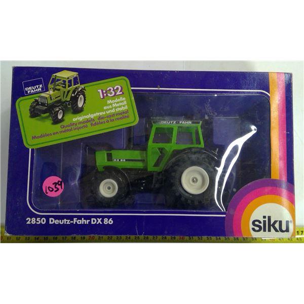 Siko 1/32 Scale Diecast Deutz Tractor
