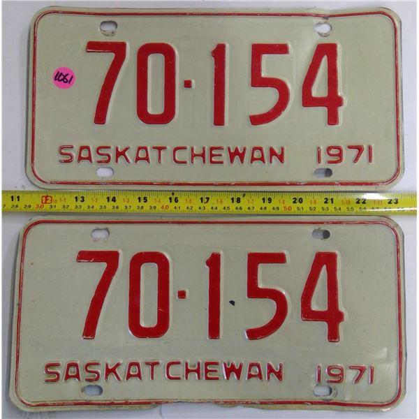 Matched Pair 1971 Sask Plates