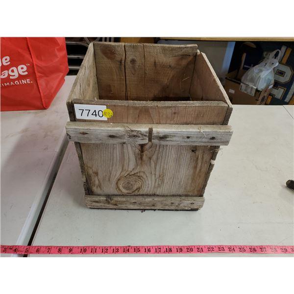 wooden egg crate (no lid)