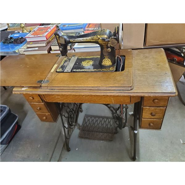 Cabinet Singer sewing machine model 8776010