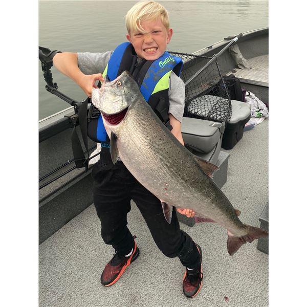 Columbia River Fall Chinook FishingTrip for Three