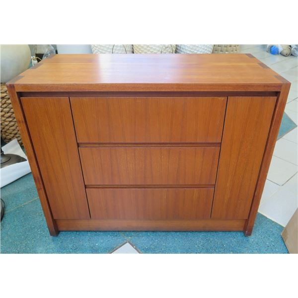 Wooden Dresser w/ 3 Drawers & Small Side Cabinets 39 x19 x31 H