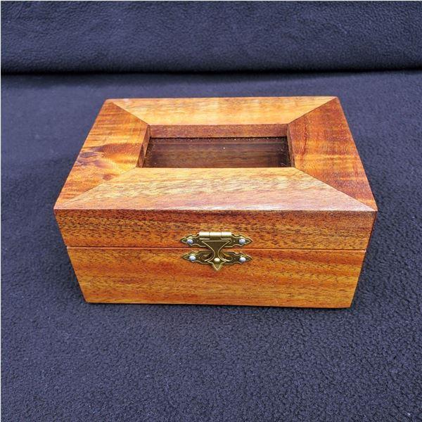 Beautiful Koa Wood Jewelry Box: 5 1/2 x 4 1/2 x 2 1/2''