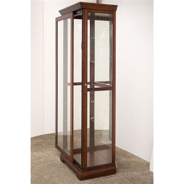 80 x 26 x 18'' Glass Display Case with Working light. Gently Used