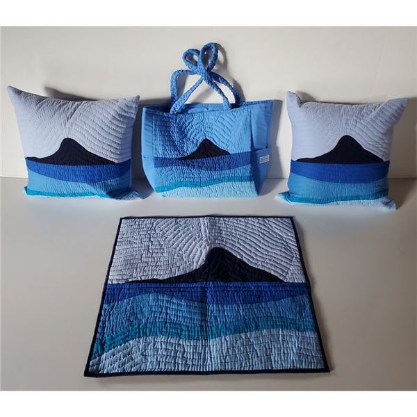"""Beautiful Blue Baby Quilt 30 x 30 """" Pillows and Bag"""