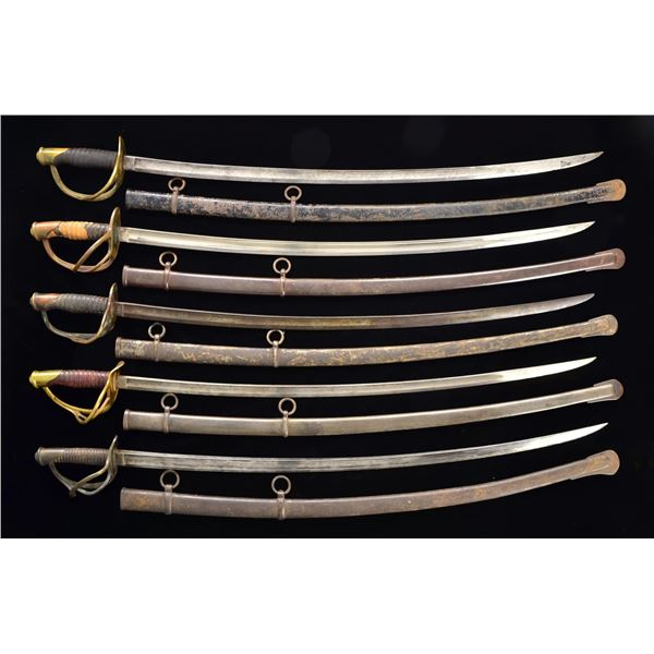 GROUP OF 10 CIVIL WAR CAVALRY SABERS.