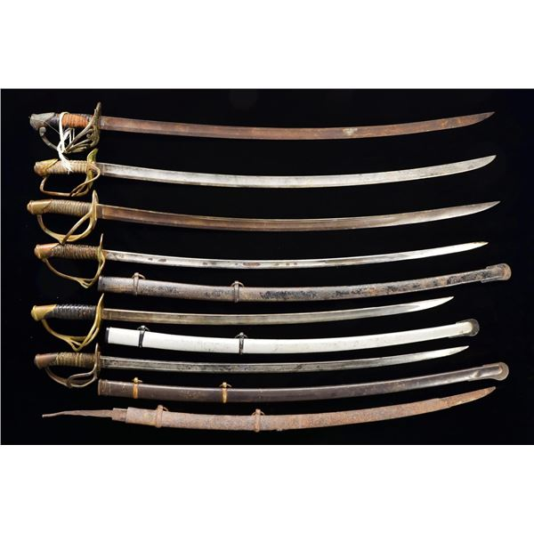 8 US CAVALRY SABERS & 3 LOOSE CAVALRY BLADES.