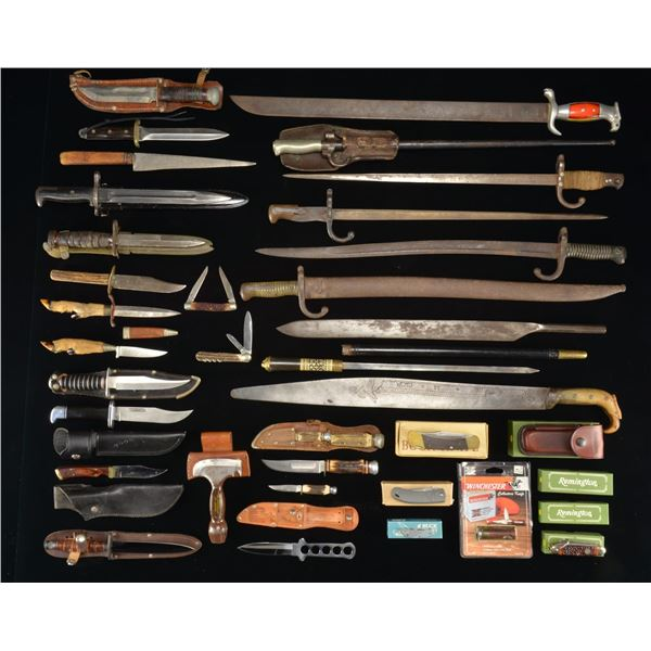 LARGE GROUP OF MISCELLANEOUS FOLDING KNIVES, BELT