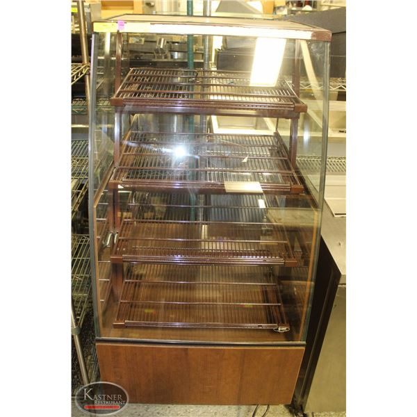 QBD CURVED GLASS LIGHTED PASTERY DISPLAY CASE