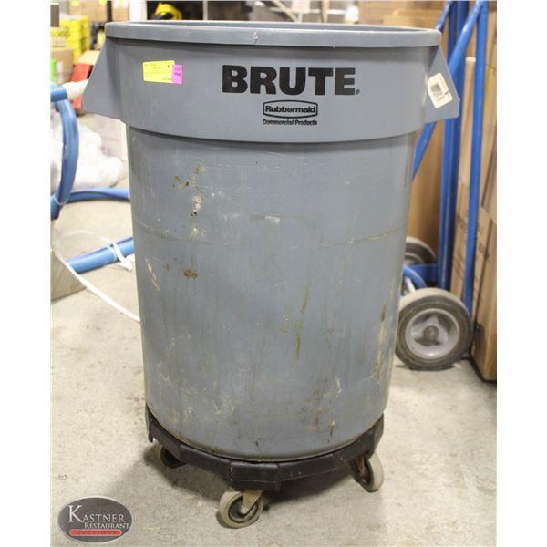BRUTE RUBBERMAID GREY TRASH CAN 32 GAL