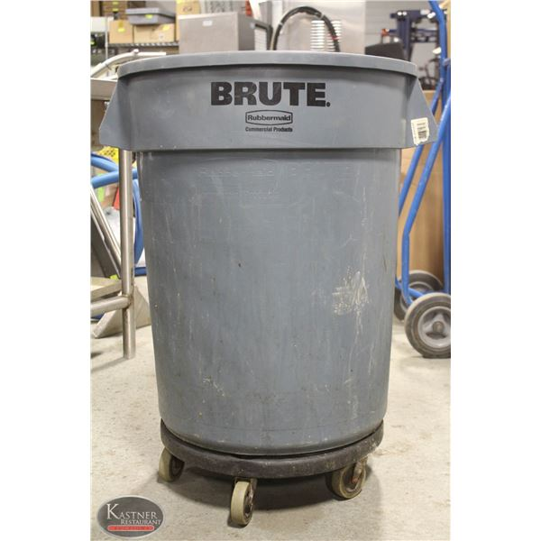 BRUTE RUBBERMAID GREY TRASH CAN 32 GAL