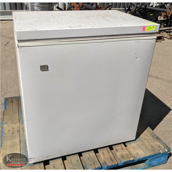 "32"" WHITE CHEST FREEZER * UNTESTED, AS IS"