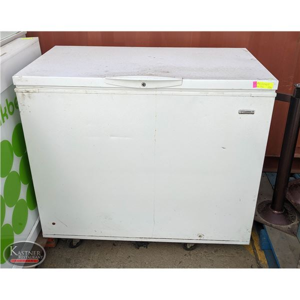 HD KENMORE WHITE CHEST FREEZER * AS IS