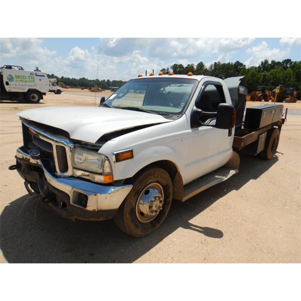 2004 FORD F350 Flatbed Truck