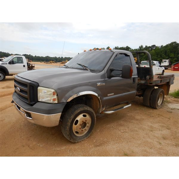 2006 FORD F350 XLT Flatbed Truck