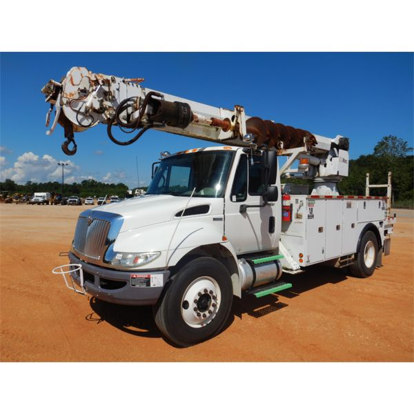 2009 INTERNATIONAL DURASTAR 4300  Digger Derick Truck