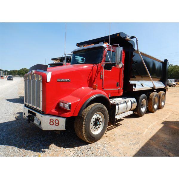 2013 KENWORTH T800 Dump Truck