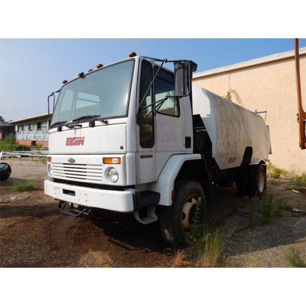 2001 STERLING SC8000 Sweeper Truck