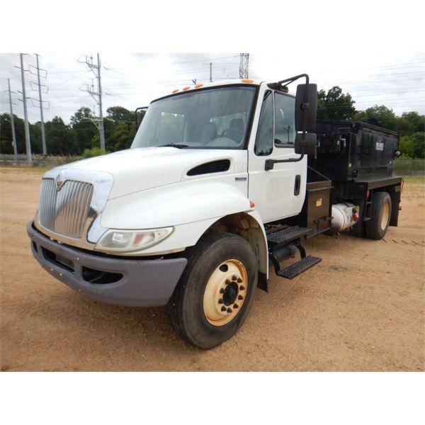 2008 INTERNATIONAL 4300 DURASTAR Asphalt Distributor Truck