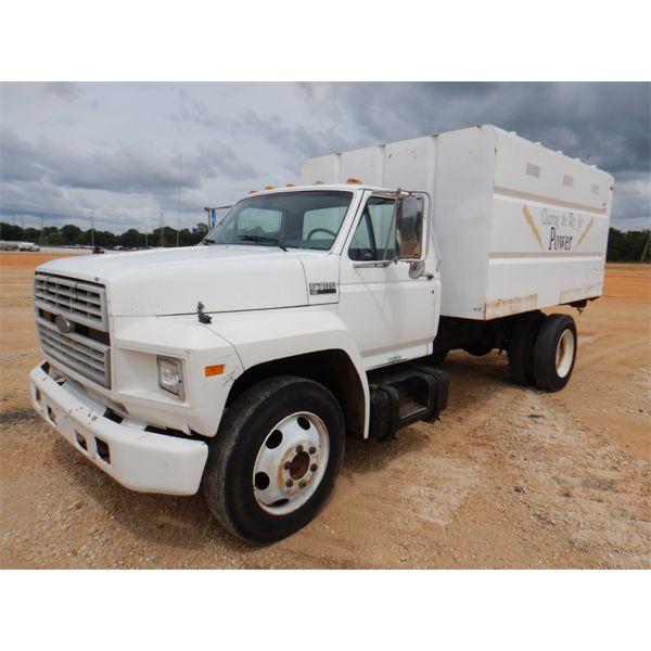 1994 FORD F700 Chipper Truck