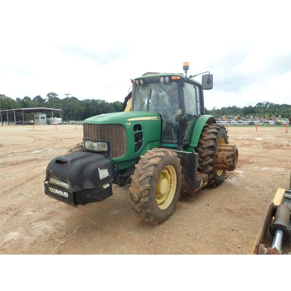 JOHN DEERE 7130 PREMIUM Farm Tractor