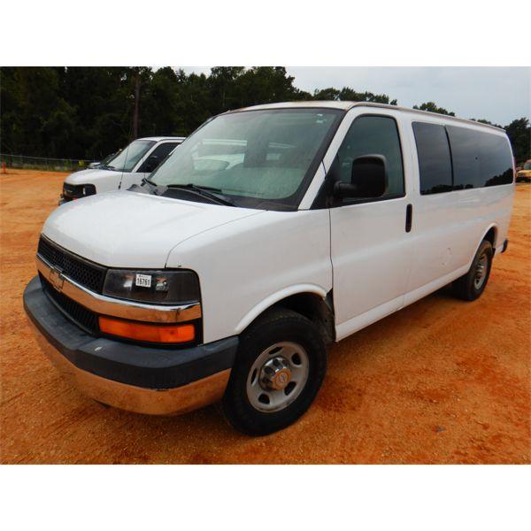2006 CHEVROLET EXPRESS C3500 Passenger Van