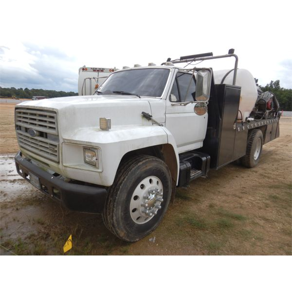 1991 FORD B700 CLEANING RIG