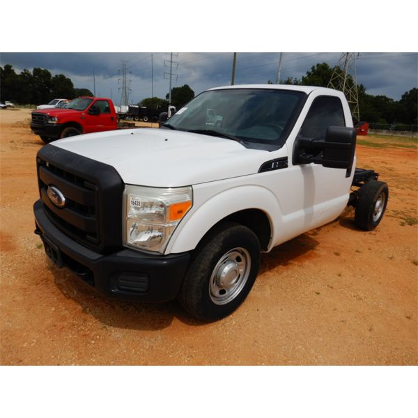 2011 FORD F250 XL Cab and Chassis Truck